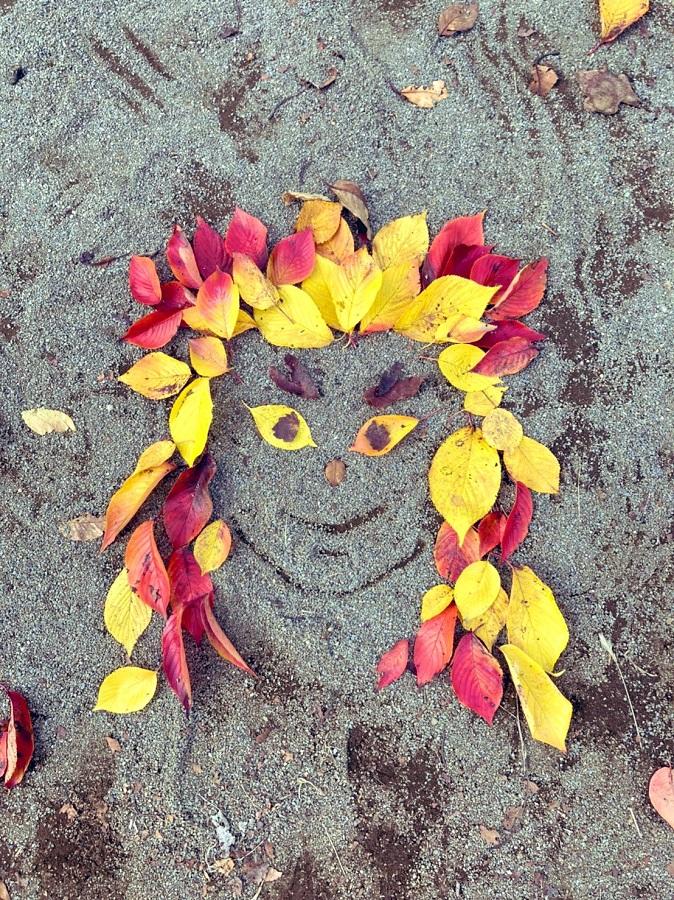 よもやよもや……落ち葉で作った煉獄杏寿郎が可愛らしい