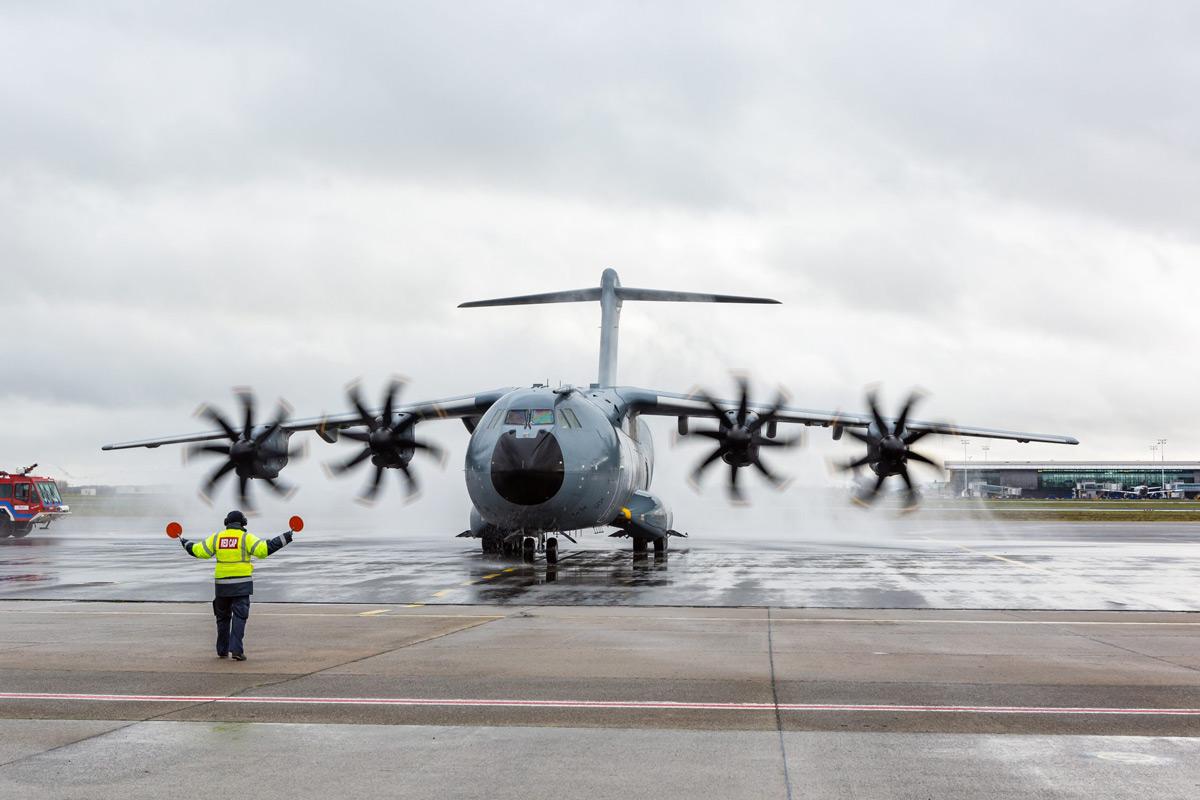 ベルギー空軍A400M輸送機の1号機を受領 ルクセンブルクと共同運用
