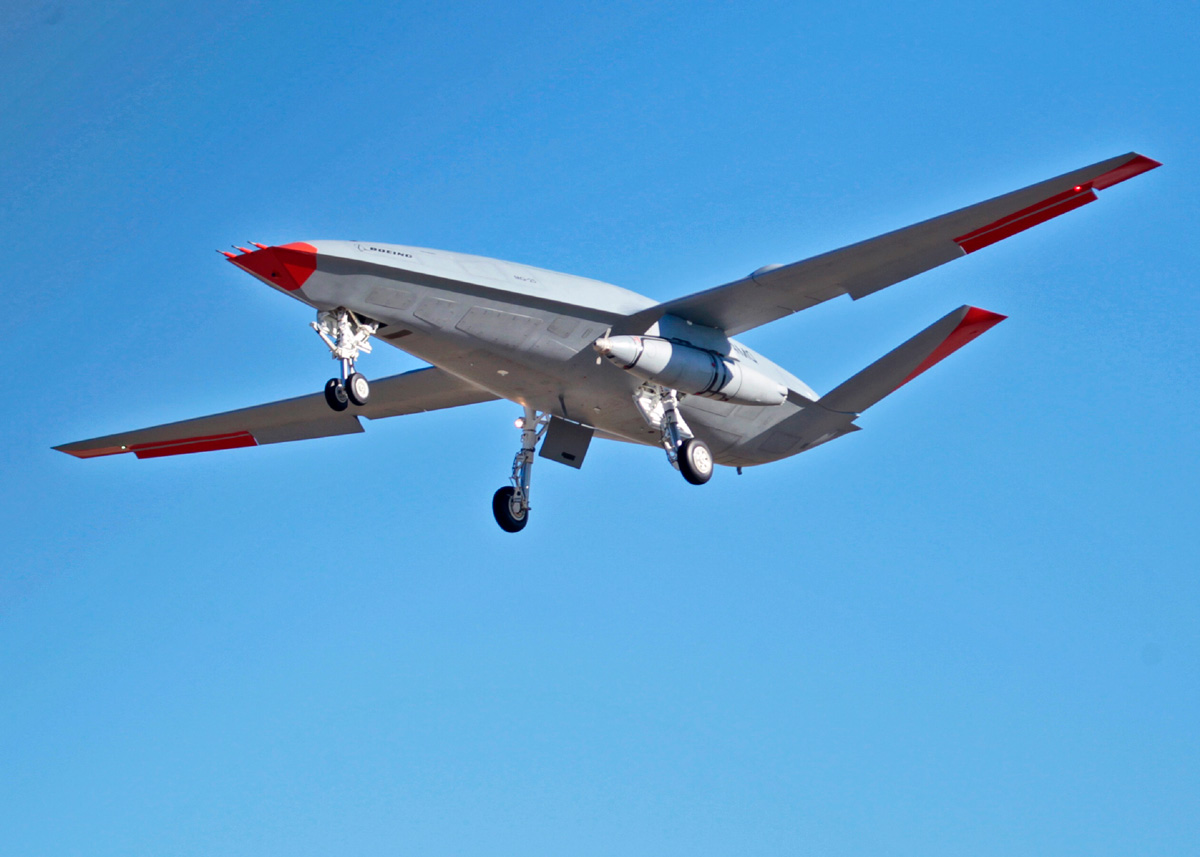 無人空中給油機MQ-25 初めて空中給油ポッド付きでの試験飛行を実施