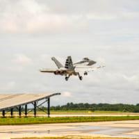 F/A-18がスキージャンプ勾配での短距離離陸に成功 インド…