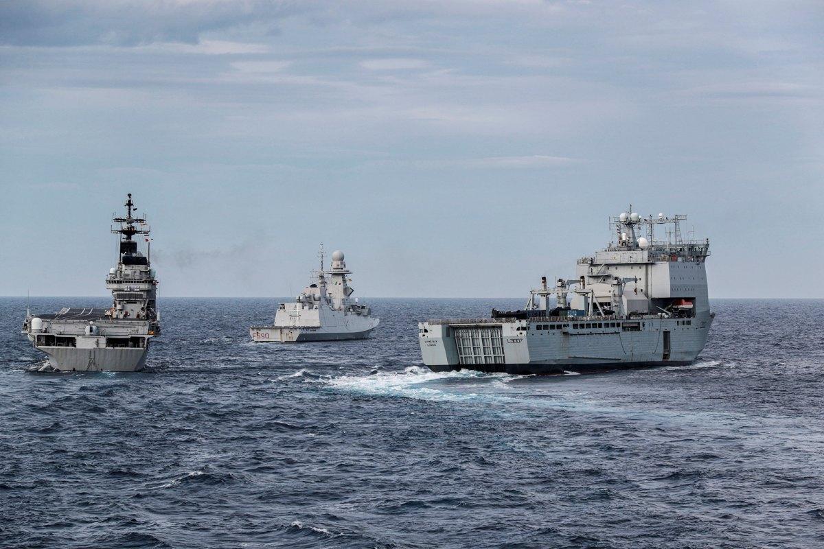 イタリア海軍ジュゼッペ・ガリバルディ イギリス海軍揚陸艦と共同訓練