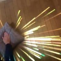 「不思議のプロトタイプ」 押すと光の粒子が飛び出…