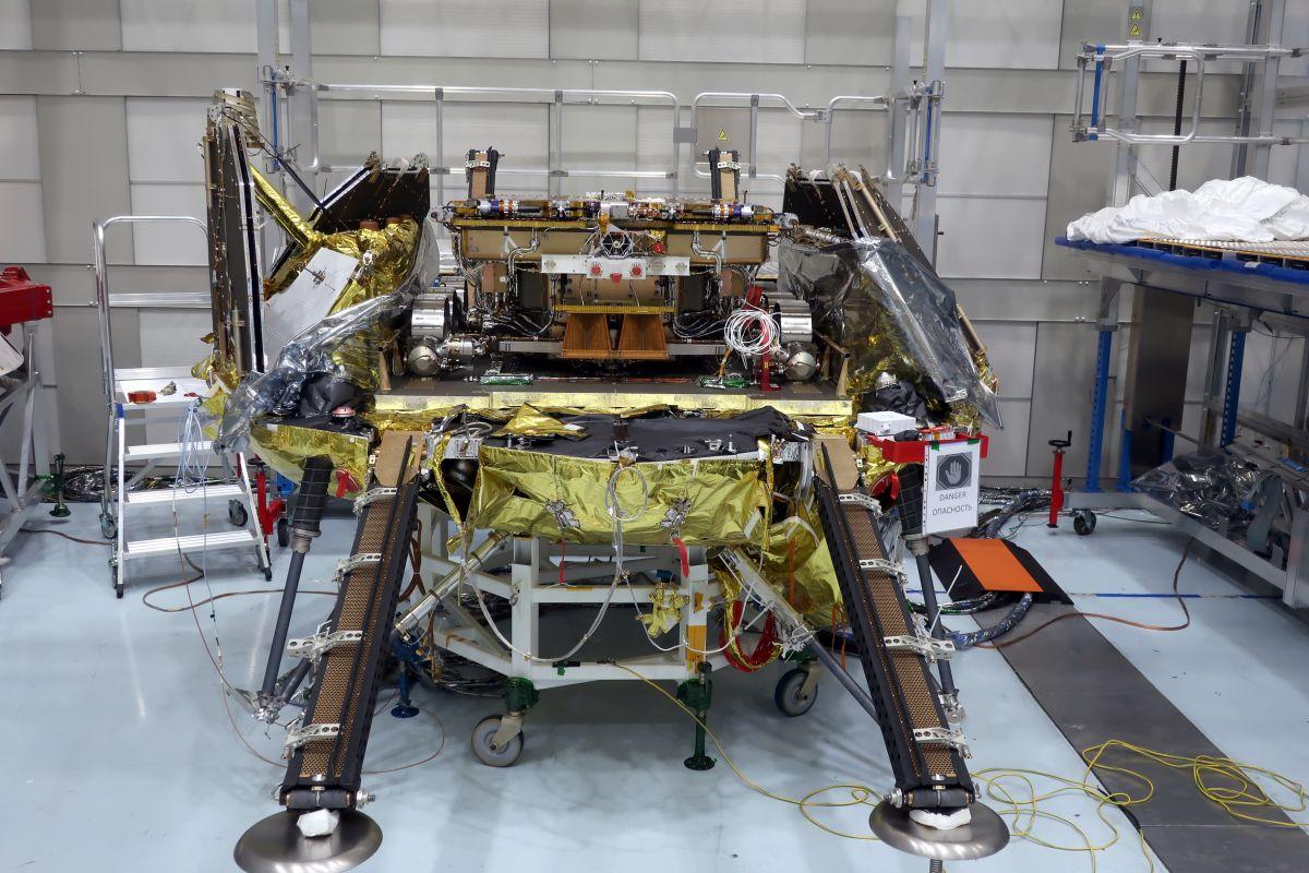 ヨーロッパの火星探査機ExoMars ローバーと着陸ステージの結合試験はじまる
