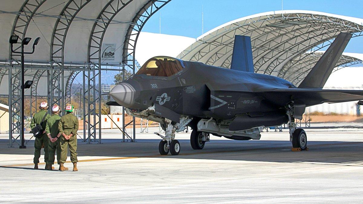 アメリカ海兵隊初のF-35C飛行隊が初度作戦能力獲得