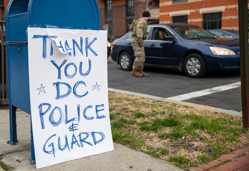 警察と州兵に感謝を伝える貼り紙(Image:U.S.National Guard)