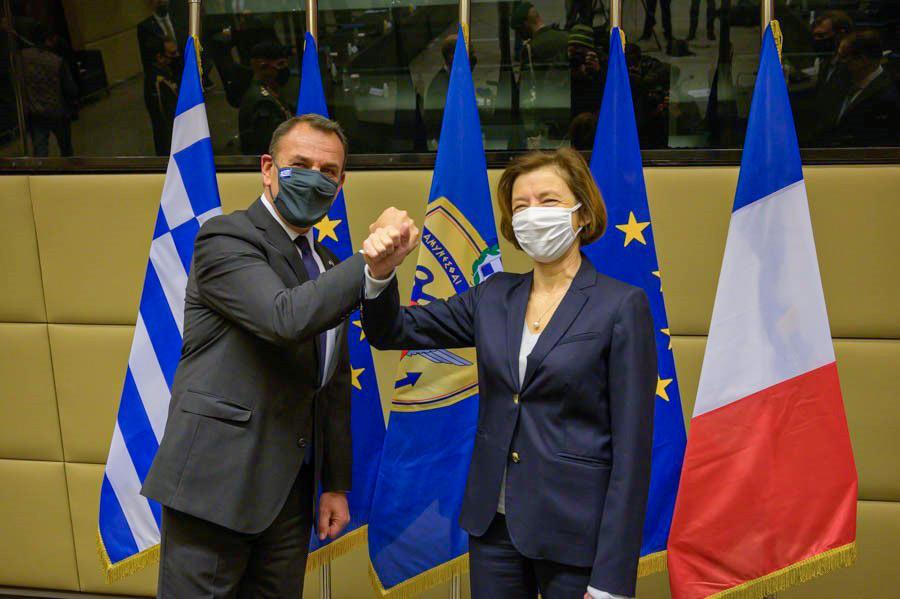 ギリシャのパナギオトプロス国防大臣(左)とフランスのパルリ軍事大臣(Image:フランス軍事省)