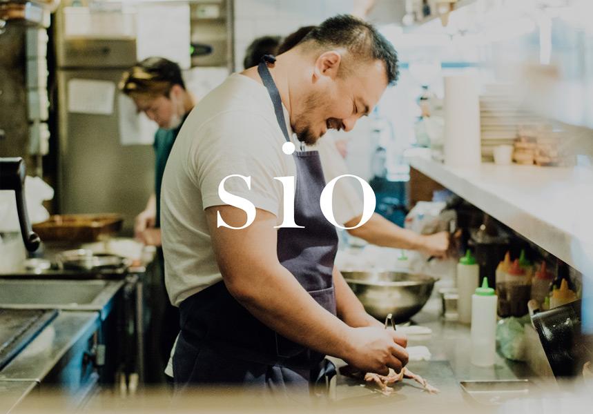 東京・代々木上原のミシュラン1つ星レストラン「sio」ではおしぼりに加工