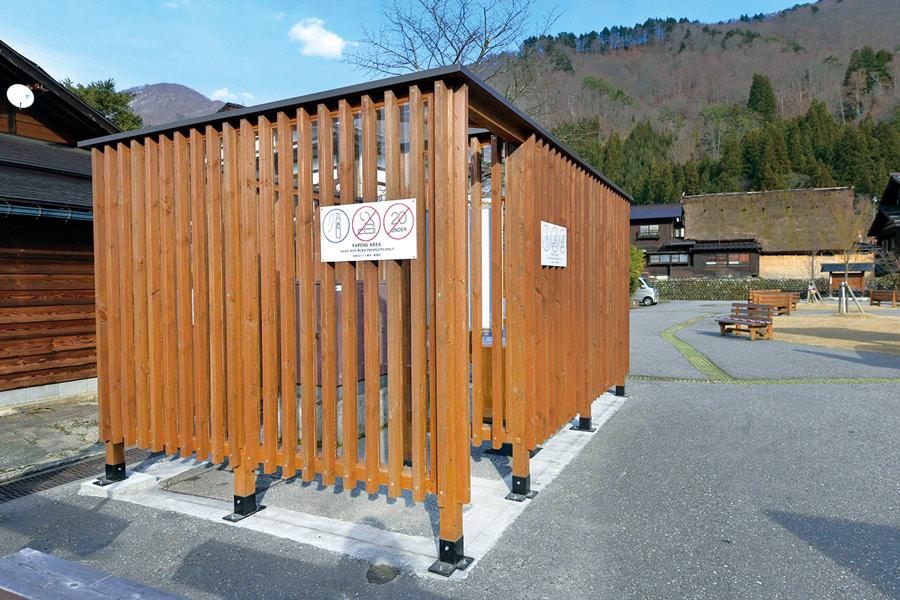 白川郷に設置された加熱式たばこ専用喫煙室