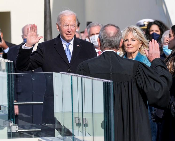 服務の宣誓をするバイデン大統領(Image:JTF-NCR)