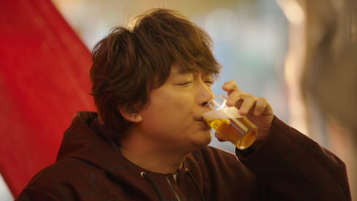 香取慎吾がアツアツシュウマイに金麦で無限ループ サントリー「金麦<ザ・ラガー>」CM1月30日から放送