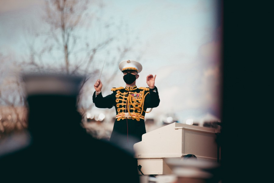 バイデン大統領就任式で指揮をするフェティグ大佐(Image:USMC)