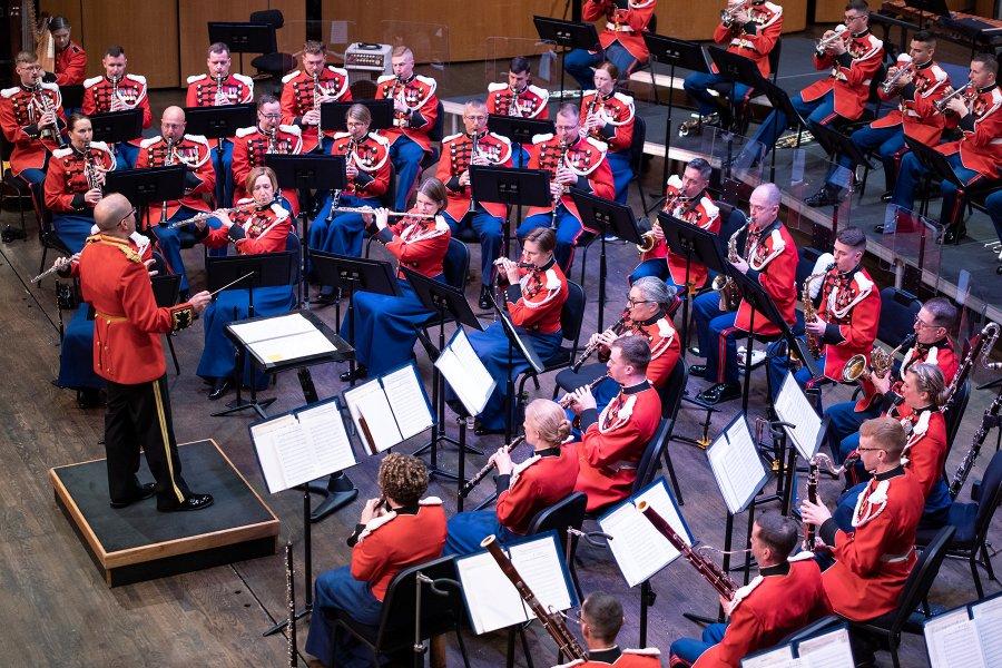 海兵隊音楽隊のコンサート(Image:USMC)