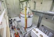 移送用パレットに移されるオリオン宇宙船(Image:NASA)