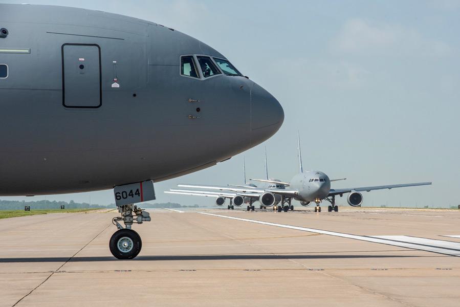 マッコーネル空軍基地のKC-46A(Image:USAF)