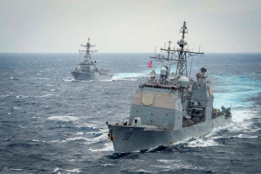 巡洋艦バンカー・ヒルと駆逐艦ジョン・フィン(Image:U.S.Navy)