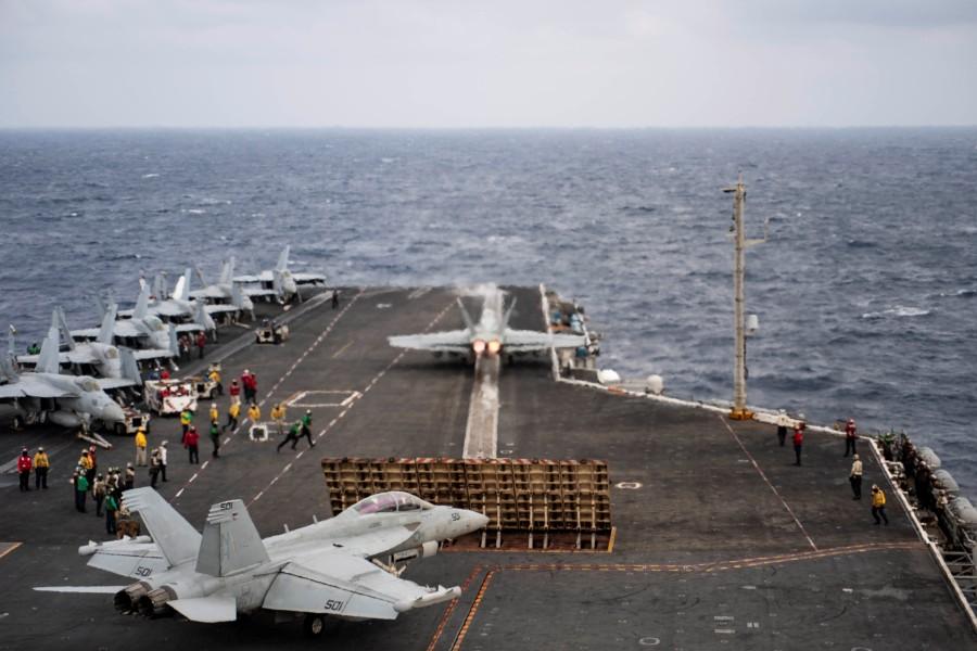 空母セオドア・ルーズベルトから発艦するF/A-18(Image:U.S.Navy)