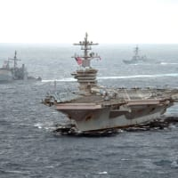 アメリカ海軍セオドア・ルーズベルト空母打撃群が南…