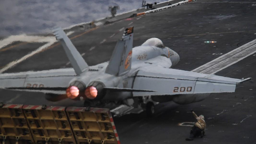 空母セオドア・ルーズベルトから発艦するF/A-18E(Image:U.S.Navy)
