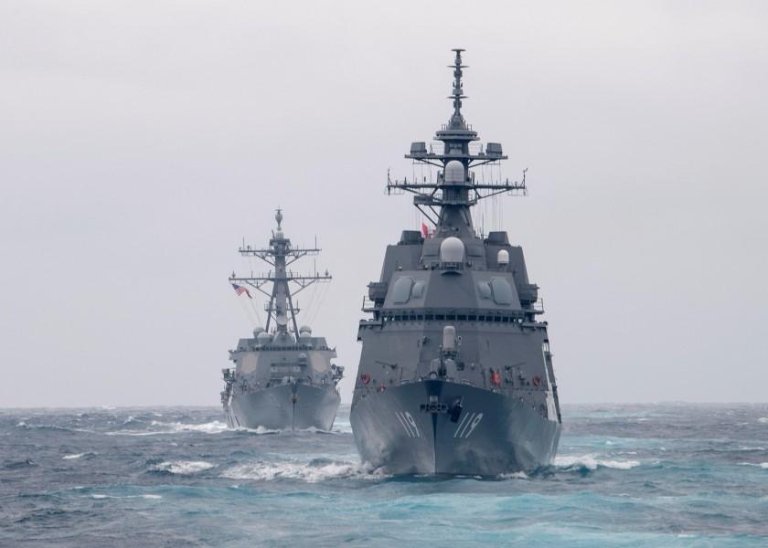 アメリカ海軍と共同訓練する護衛艦あさひ(Image:U.S.Navy)