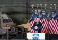 フォート・ドラムで第10山岳師団の将兵と家族を前にスピーチするペンス副大統領(Image:The White House)
