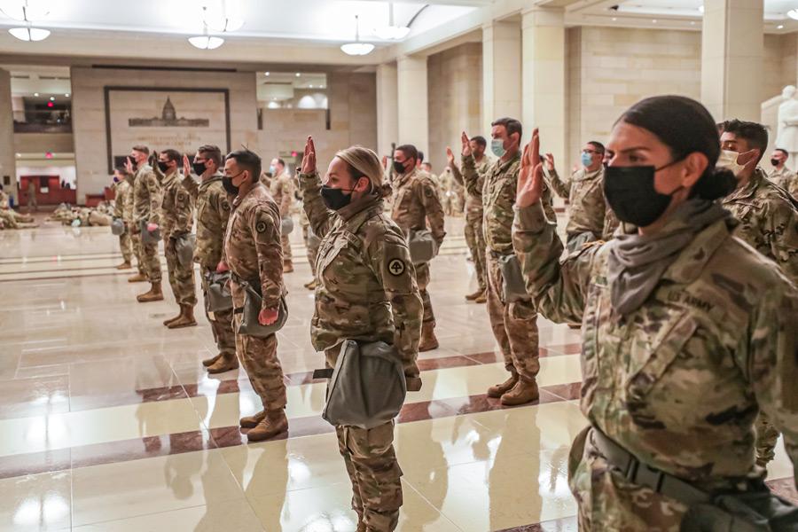 服務の宣誓をするニュージャージー州兵(Image:U.S.National Guard)