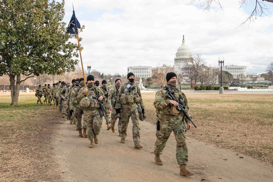 隊列を組むバージニア州兵部隊(mage:U.S.National Guard)