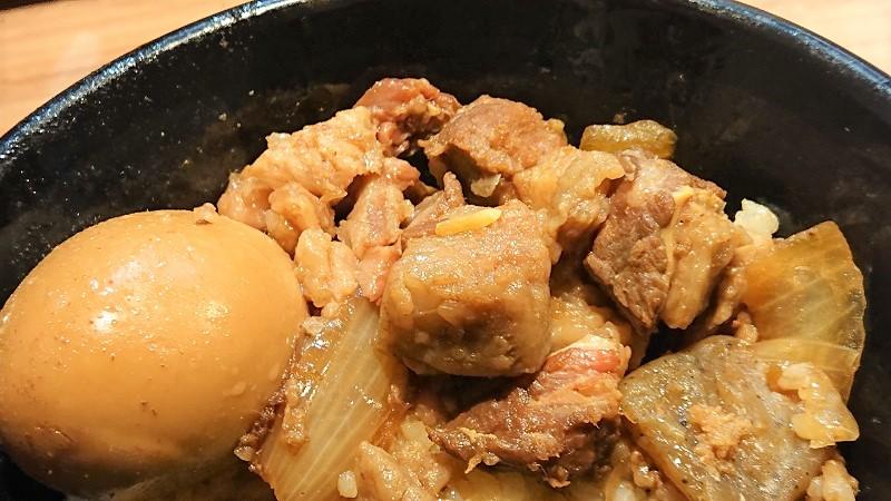 特製割り下でじっくりと丁寧に煮込んだトロ牛肉