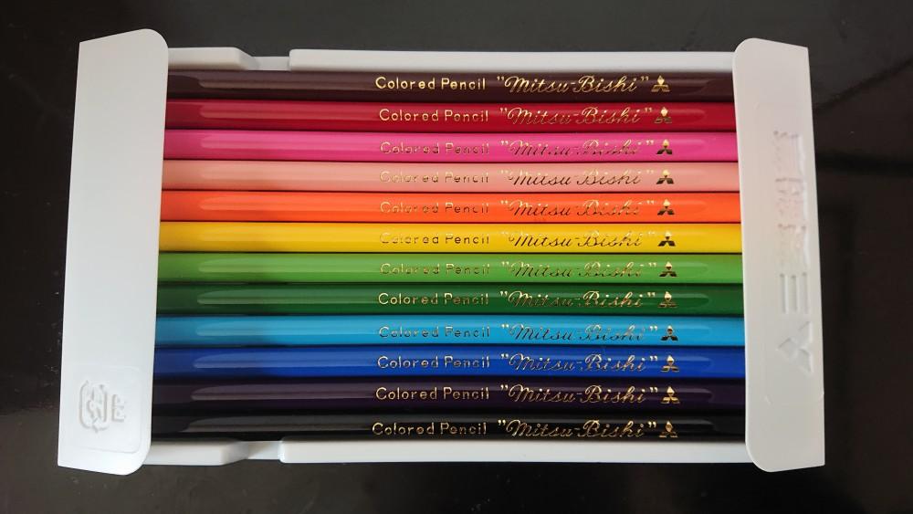 中身は通常の色鉛筆セット