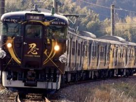 JR草津線の113系700番台近キトL6編成「SHINOBI-TRAIN」