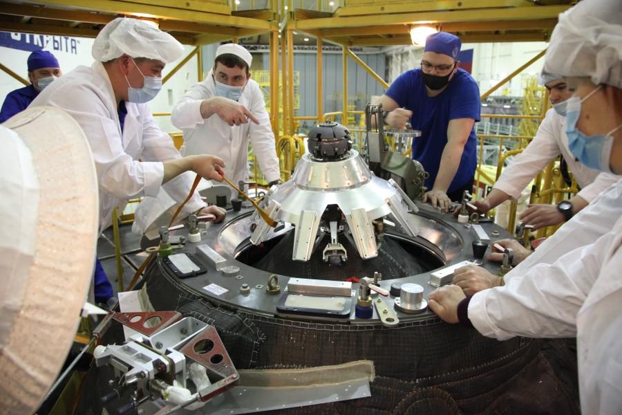 プログレスMS-16への物資積み込み作業(Image:ロスコスモス)