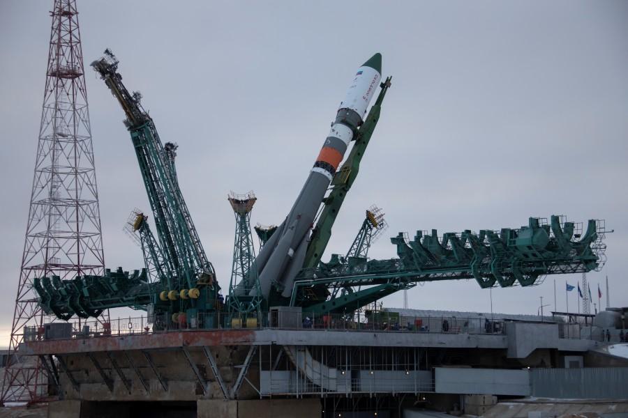 発射台にセットされるソユーズロケット(Image:ロスコスモス)
