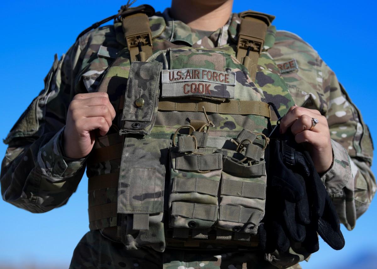 アメリカ空軍 初の女性用ボディアーマーを部隊へ支給