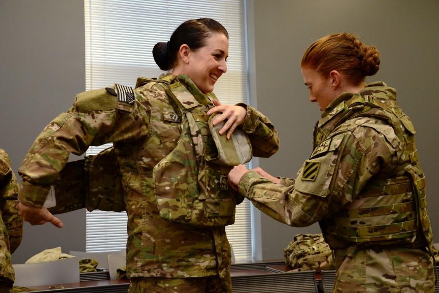 アメリカ陸軍の女性用ボディアーマー(Image:U.S.Army)