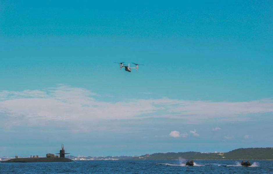 沖縄沖で訓練中のオスプレイと海兵隊員偵察部隊、原潜オハイオ(Image:USMC)