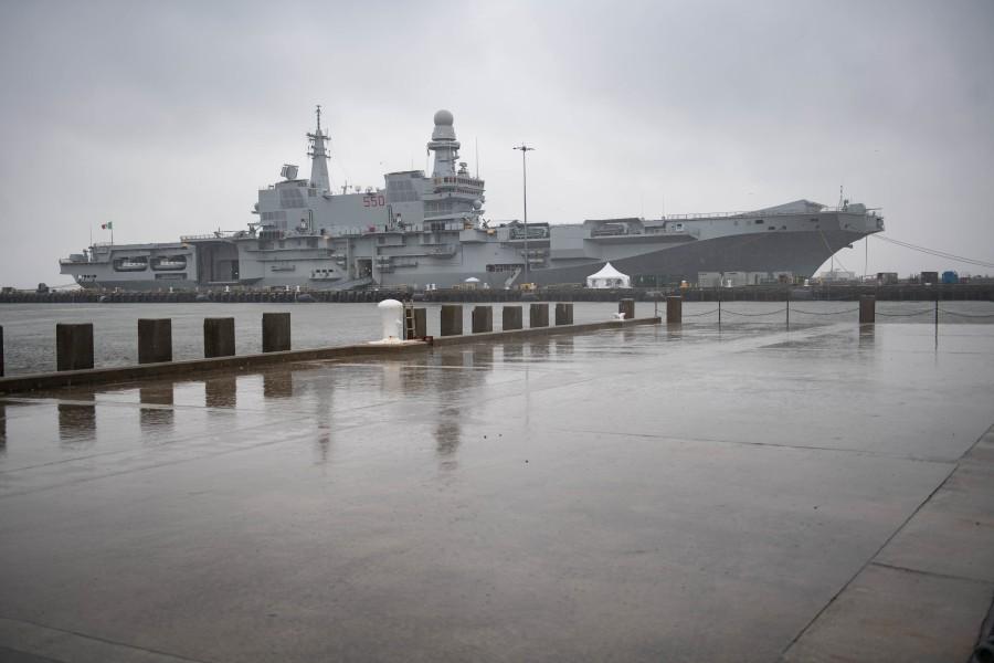 ノーフォークに到着した空母カヴール(Image:U.S.Navy)
