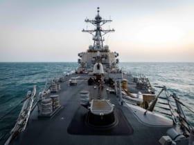 西沙諸島沖を航行する駆逐艦ジョン・S・マケイン(Image:U.S.Navy)