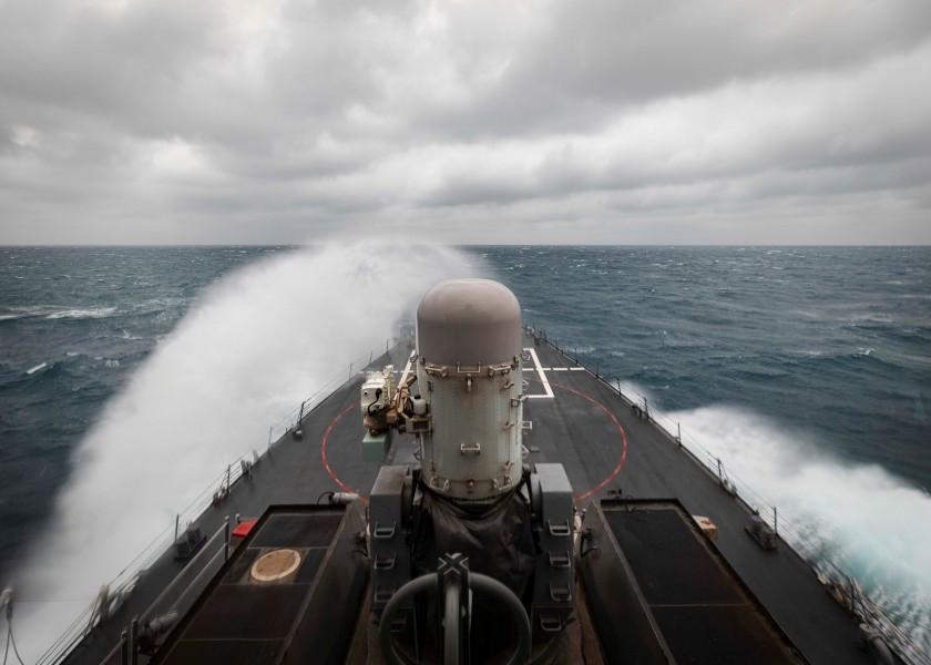 台湾海峡を航行する駆逐艦ジョン・S・マケイン(Image:U.S.Navy)