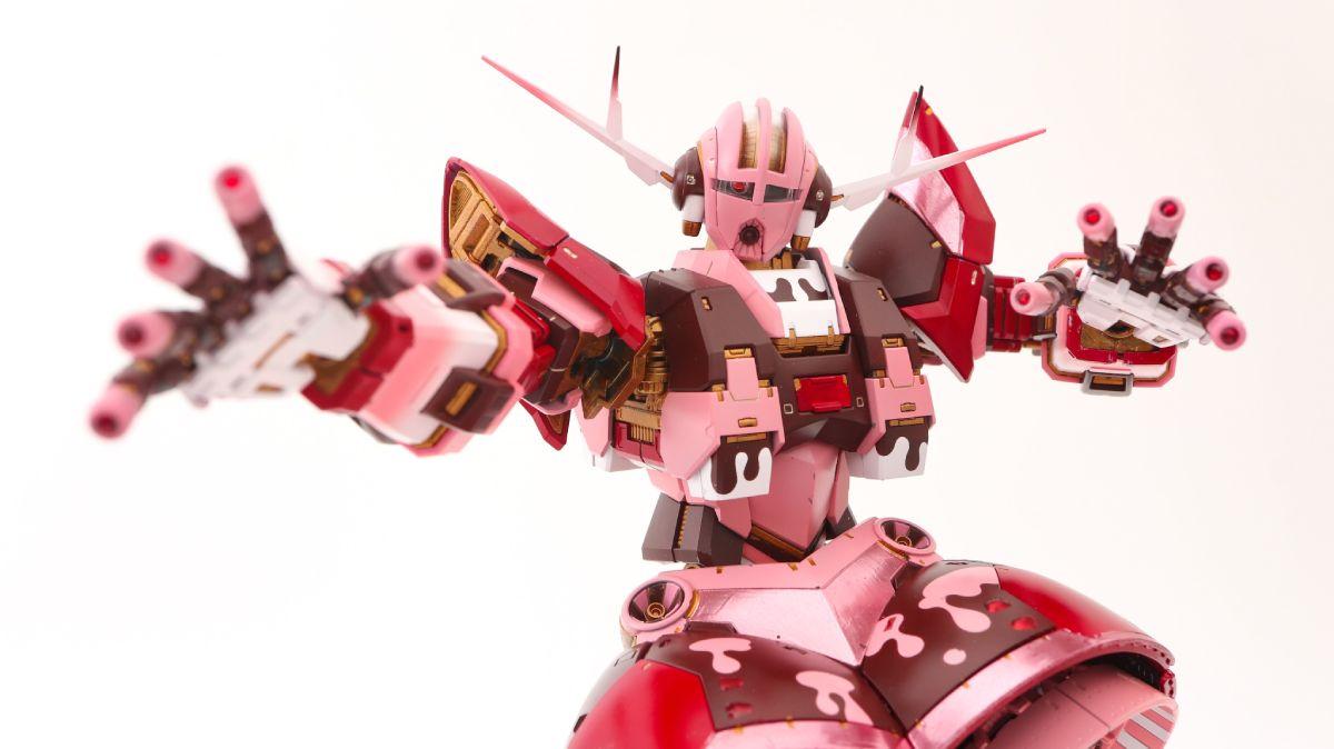 全身も「バレンタイン仕様」に塗装が施されたRGジオング。