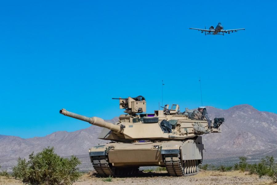 M1A2とA-10(Image:U.S.Army)