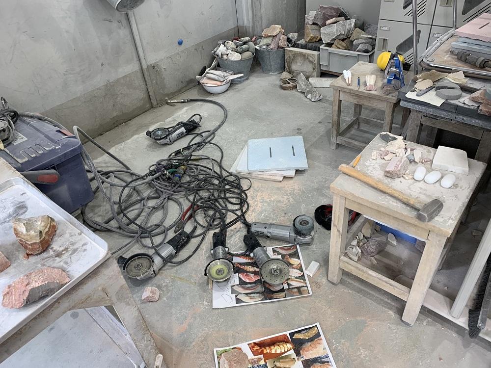 石寿司の制作現場
