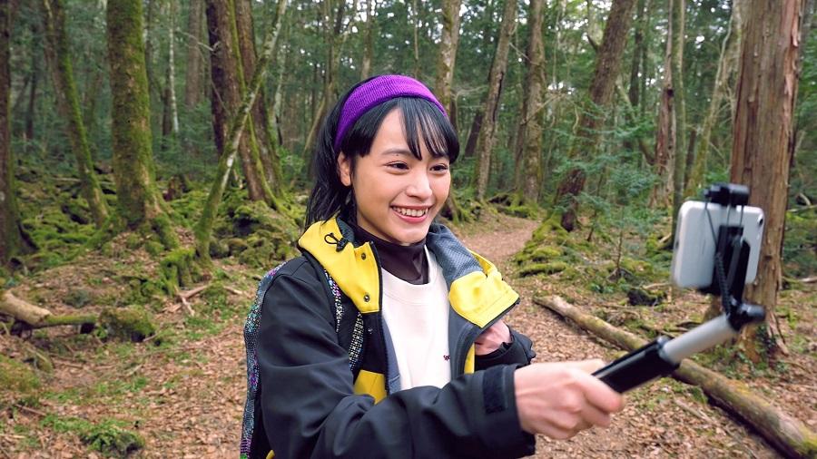 映画本編にも出演するYoutuberのアッキーナ(大谷凜香)が、ナビゲーターとして登場