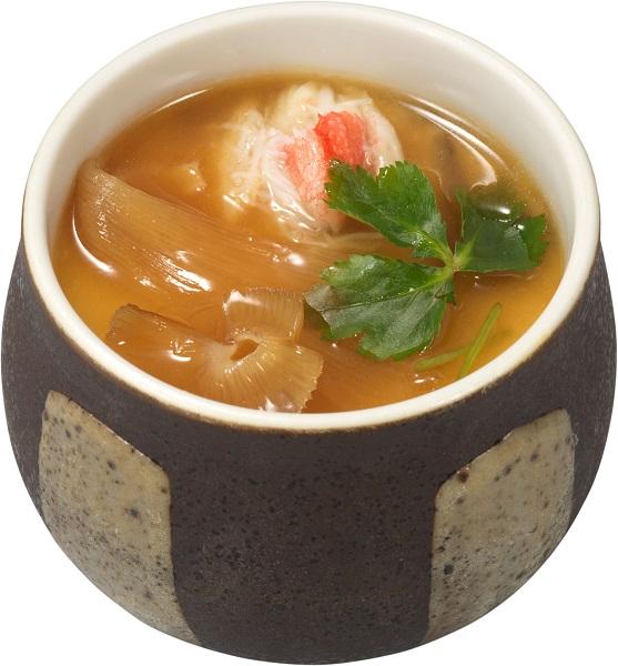 フカヒレと本ずわい蟹ほぐし身を贅沢にどちらも味わえる「上海風フカヒレと蟹餡かけ茶碗蒸し」