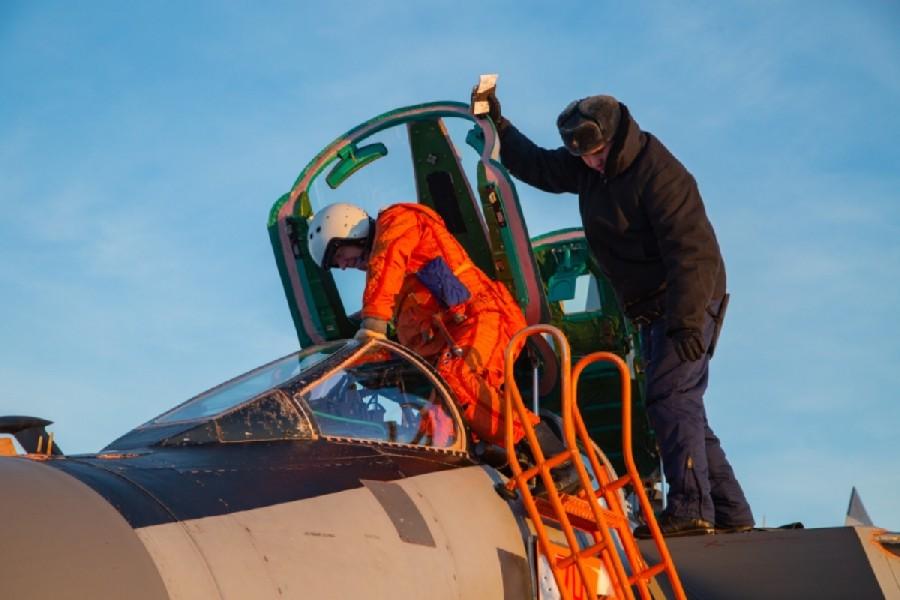 ロガチョヴォ飛行場に到着したオトロシェンコ中将(Image:ロシア国防省)