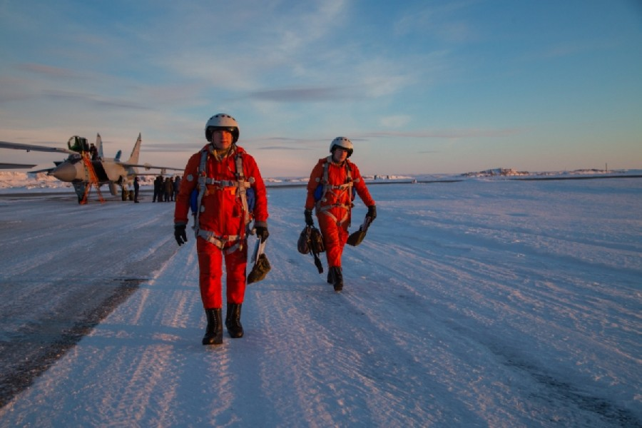 防寒飛行服に身を包んだパイロット(Image:ロシア国防省)