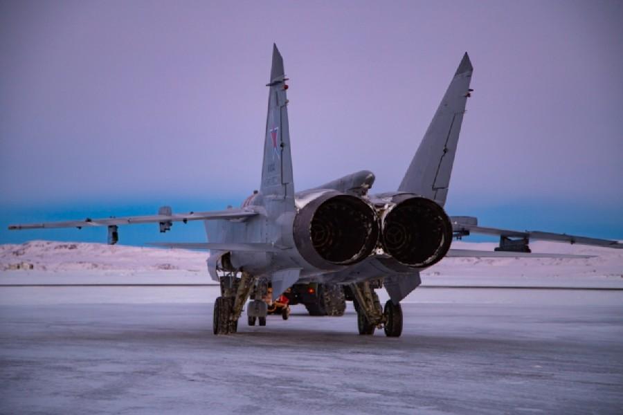 ロガチョヴォ飛行場でのMiG-31BM(Image:ロシア国防省)