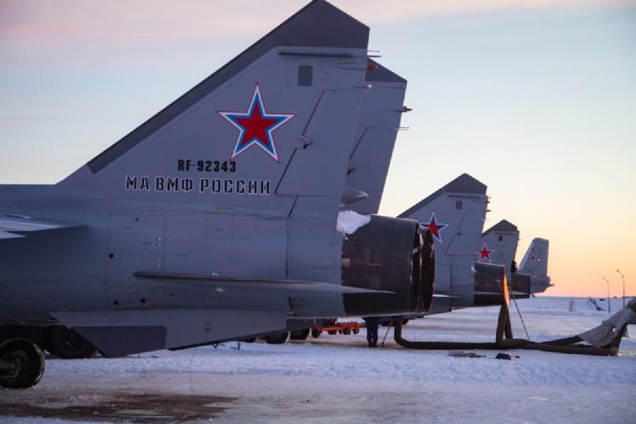 ロガチョヴォ飛行場の列線に並ぶMiG-31BM(Image:ロシア国防省)