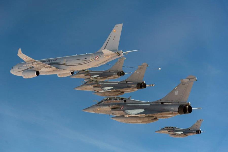 空中給油を受けるラファール(Image:EMA)