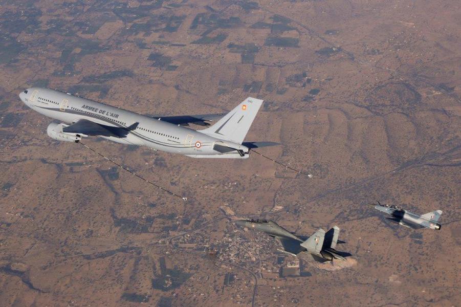 空中給油を受けるインド空軍戦闘機(Image:フランス航空宇宙軍)
