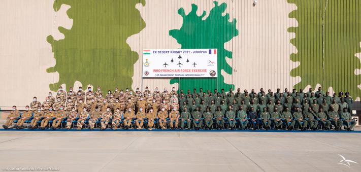 訓練に参加したフランスとインドの集合写真(Image:フランス航空宇宙軍)