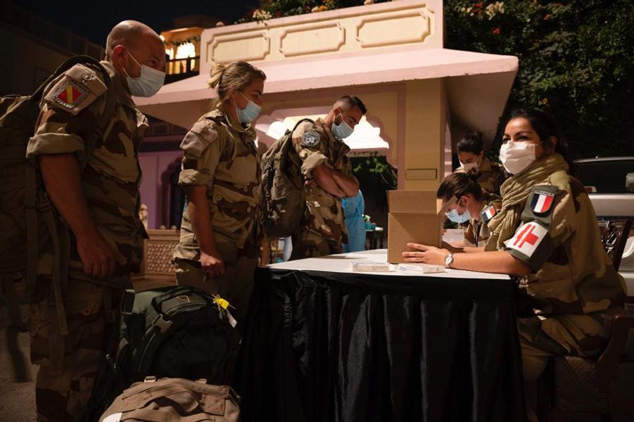訓練に帯同した医療兵(Image:EMA)